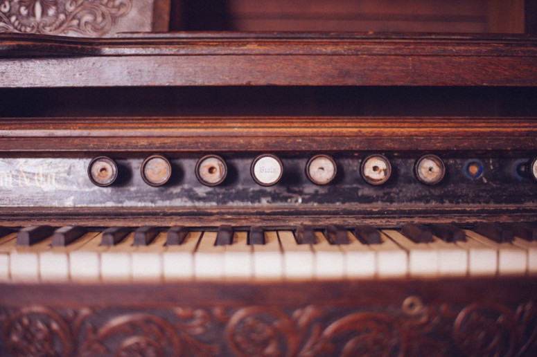 public-domain-images-free-stock-photos-old-organ-piano-keys-vintage-wood-rustic-1000x666.jpg