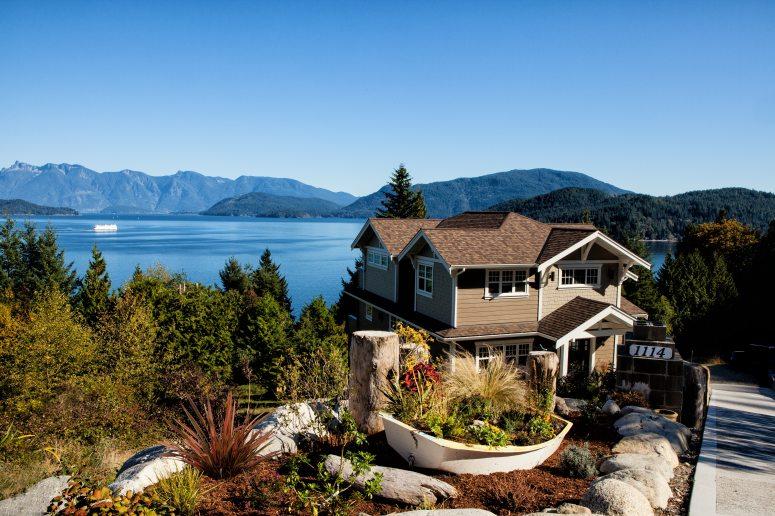 house-lake-mountains-262405.jpg