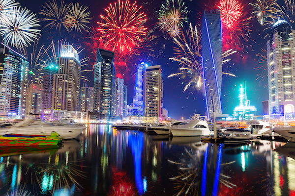 New-Years-fireworks-display-in-Dubai-dreamstime_xl_48419851